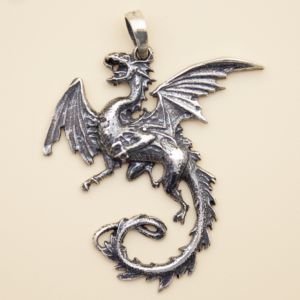 "Colgante de plata ""Dragón"""
