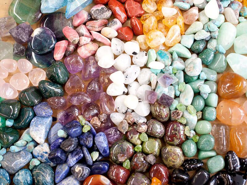 Minerales y piedras de muchos colores