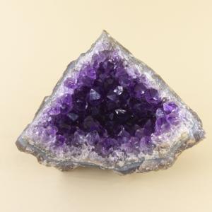 minerales de diferentes colores y tamaños